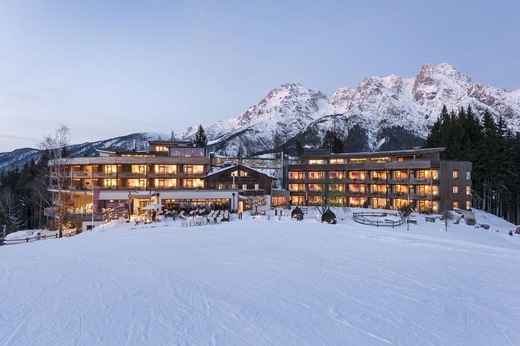 Winter Holzhotel Forsthofalm